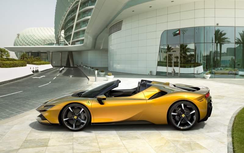 Nejvýkonnější Ferrari přišlo o střechu