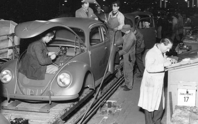 75 let uběhlo od zahájení civilní sériové výroby legendárního modelu Brouk